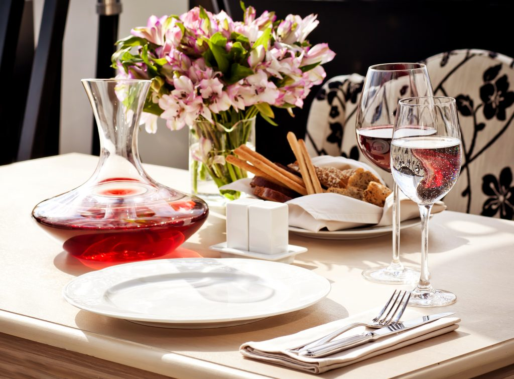 Fine,Restaurant,Dinner,Table,Place,Setting:,Napkin,,Wineglass,,Plate,,Bread